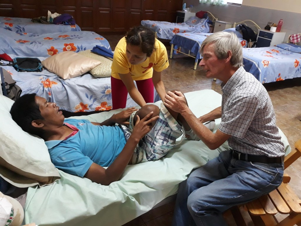 John O´Donoghue is learning physical therapy from physical therapist Karen Villarroel Montecinos to help with the rehabilitation of Francisco Ayala.